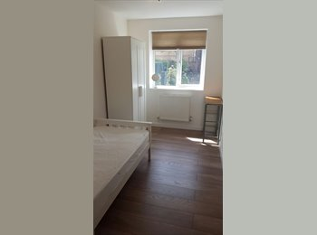 EasyRoommate UK - Two Double Rooms for Single. Stratford, ZONE 2 - Forest Gate, London - £650 pcm