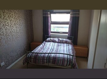 EasyRoommate UK - Large furnished Double Room - Devonport, Plymouth - £400 pcm