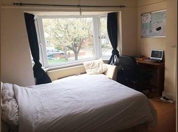 EasyRoommate UK - Double Room, Summer Rent, Quiet Street - Hendon, London - £500 pcm