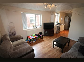 EasyRoommate UK - 6 BED IN WITHINGTON, FURNISHED WITH PARKING. - Withington, Manchester - £389 pcm