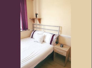 EasyRoommate UK - Double Rooms in a spacious house with huge garden! - Blackheath, London - £560 pcm