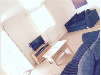 EasyRoommate UK - Lovely large flat with a pair of large bright rooms with separate bathrooms - Woolwich, London - £1,300 pcm
