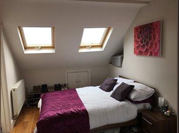 EasyRoommate UK - Huge modern double en-suite room in loft conversion - Battersea, London - £1,099 pcm