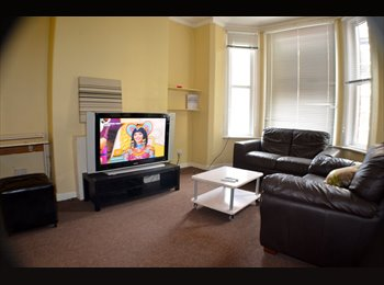 EasyRoommate UK - Beautiful Room in Fallowfield UP FOR GRABS!!  - Fallowfield, Manchester - £400 pcm