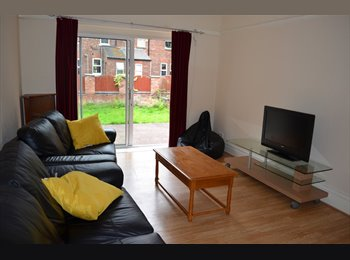 EasyRoommate UK - Beautiful double Rooms in West Didsbury-NO deposit - Didsbury, Manchester - £400 pcm