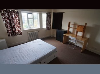 EasyRoommate UK - Lovely Double Room in The Square - West Cliff, Bournemouth - £600 pcm