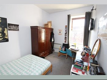 EasyRoommate UK - Double bedroom available now in Woodlands for female student - Glasgow Centre, Glasgow - £350 pcm