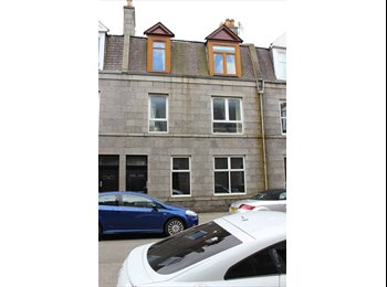 EasyRoommate UK - 2 x double rooms in immaculate 2 double bedroom flat, Aberdeen - £350 pcm