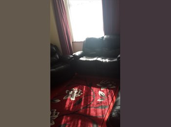 EasyRoommate UK - 2 rooms for rent - Chadwell Heath, London - £600 pcm