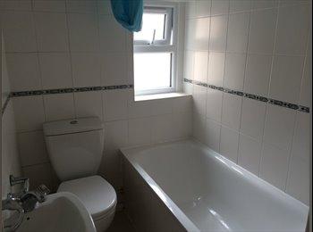 EasyRoommate UK - Superb Double room in zone 3!!!!! - Stratford, London - £824 pcm