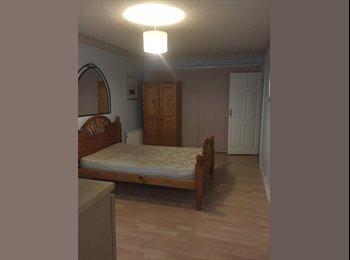EasyRoommate UK - Beautiful studio flat in DA16 - Welling, London - £650 pcm