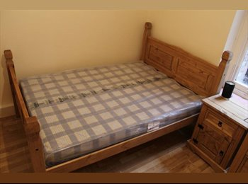 Lovely double room 200m from Hammersmith Tube!