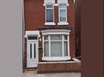 Double room to rent in beautiful house Nuneaton