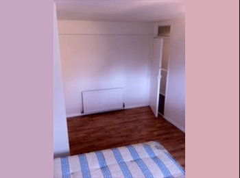 Rooms Availabe Close to Stratford Station and Westfield