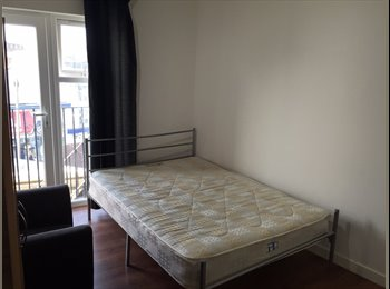Single & Double Rooms to let in prime location Ilford very...