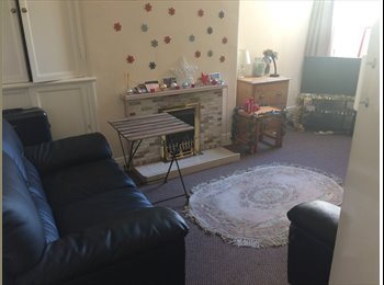 Double room available in 3 bed house.