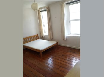 EasyRoommate UK - Very large bedroom in a shared house, Plymouth - £395 pcm