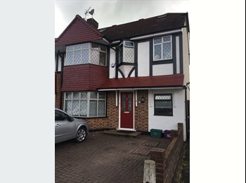 EasyRoommate UK - HOUSE SHARE (DOUBLE ROOM X 2) - Morden, London - £560 pcm
