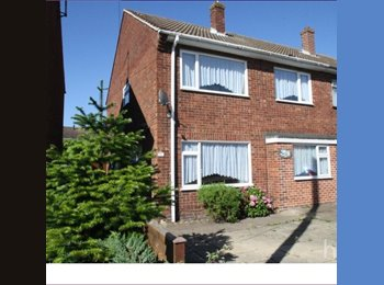 EasyRoommate UK - 3 bedrooms in a 4 bedroom house for rent- I'm only home 2 weekends a month. - Colchester, Colchester - £450 pcm
