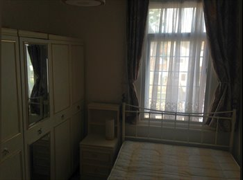 Bright sunny double room in Blackhhorse road