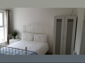 EasyRoommate UK - *** Large Double Room - Shared Professional House - Fully Furnished - Close to City *** - Norwich, Norwich and South Norfolk - £395 pcm