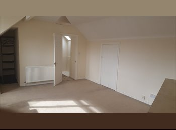 EasyRoommate UK - Unfurnished Sunny  Double Room for rent - Edgware, London - £700 pcm