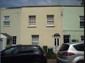 EasyRoommate UK - Double Room in Friendly house off Bath Rd - Leck-hampton, Cheltenham - £390 pcm