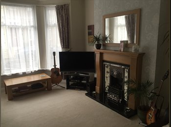 EasyRoommate UK - Double Room in Victorian terrace - St Judes, Plymouth - £450 pcm