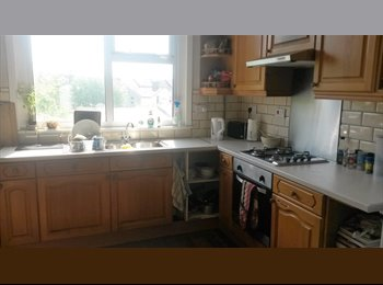 Large Double room in a 5 bed house share. Great location,...