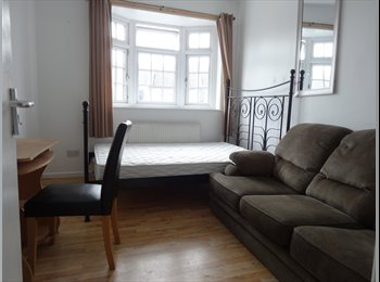 3 rooms available to rent in a renovated house