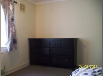 EasyRoommate UK - Large Double Room Immediately Available  - Chadwell Heath, London - £430 pcm
