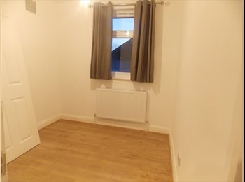 2 Big single room available now at only 120/130pw!!! Text...