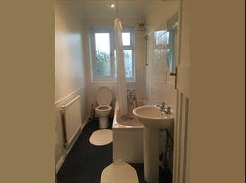 EasyRoommate UK - Very nice double room in a cosy and spacious flat. - Catford, London - £700 pcm