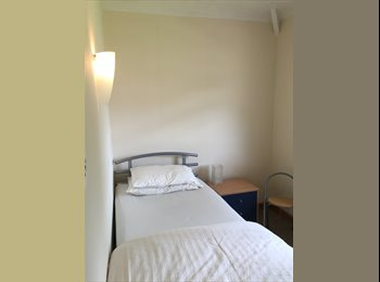 EasyRoommate UK - Single Room To Let Keynsham Bristol. All Bills Included - Keynsham, Bristol - £350 pcm