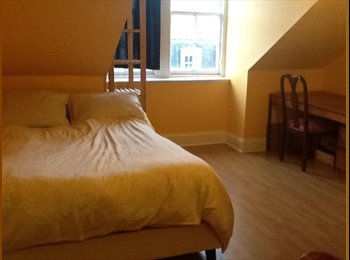 EasyRoommate UK - Double room in the city centre!perfect for couples or single person - Edinburgh Centre, Edinburgh - £460 pcm