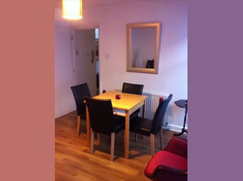 Double bedroom in bright 2 bedroom flat