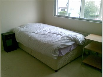 EasyRoommate UK - IMMACULATE CONDITION  DOUBLE AND SINGLE ROOMS Near Warwick Uni.Students - Canley, Coventry - £220 pcm