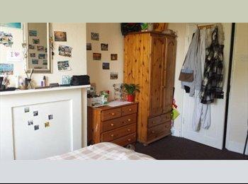 DOUBLE ROOM / BEDROOM / STRATFORD
