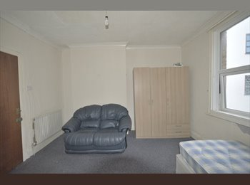 EasyRoommate UK - Great Double Room in Town Center - Springbourne, Bournemouth - £520 pcm
