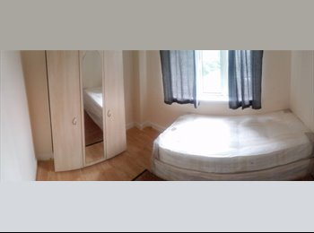 EasyRoommate UK - ++Double Room For Single Occupant++ Chiswick - Chiswick, London - £650 pcm