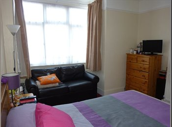 ALL BILLS INCLUDED DOUBLE ROOM NOW AVAILABLE IN ENFIELD!