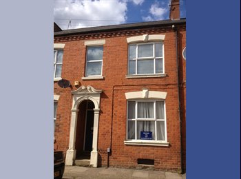 EasyRoommate UK - Large room in shared house in Farcotton - Far Cotton, Northampton - £450 pcm