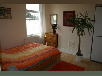 EasyRoommate UK - Double room for a couple in Willesden Green  - Cricklewood, London - £780 pcm