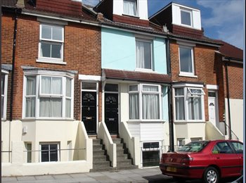 EasyRoommate UK - Large Double Room in Southsea - £390 per month including all bills and a cleaner with parking - Southsea, Portsmouth - £390 pcm
