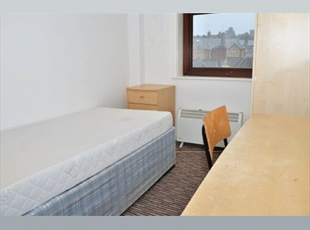 EasyRoommate UK - Comfortable Single and double rooms in the centre - East Cliff, Bournemouth - £400 pcm