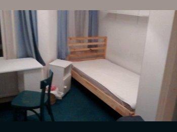 EasyRoommate UK - Single bedroom at Fishponds, 320 including bills. (1st June-31st August) - Fishponds, Bristol - £320 pcm