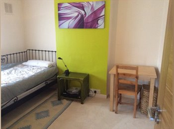 Good size single room available in Edmonton N9 for female...