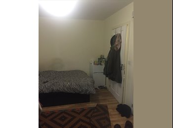 EasyRoommate UK - Double Ensuite room to let for the summer!  - Hatfield, Hatfield - £450 pcm