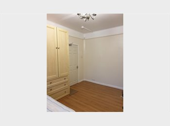 EasyRoommate UK - BRIGHT AND SPACIOUS DOUBLE ROOM TO LET IN NEW SOUTHGATE N11 - New Southgate, London - £465 pcm