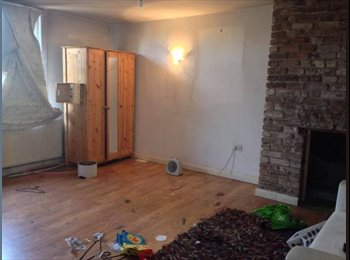 EasyRoommate UK - Double Room - Huge Room with Livingroom  - Bethnal Green, London - £866 pcm